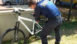 GM prende foragido da justiça após furtar uma bicicleta em residencial