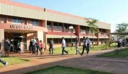 Alunos do Ensino Médio podem se inscrever para receber bolsa de Iniciação Científica da UFGD