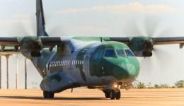 Respiradores e 20 mil máscaras chegam a MS em aeronave da Força Aérea