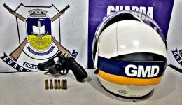 FORAGIDOS DA JUSTIÇA COM REVÓLVER SÃO PRESOS PELA GUARDA MUNICIPAL