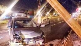 Motorista embriagado é preso pela Guarda Municipal após sofrer acidente.