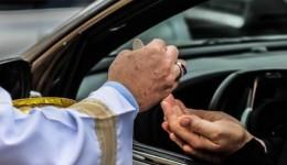 Decreto é alterado e autoriza igrejas a funcionarem no drive-thru e in