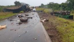 Acidente envolvendo carretas deixa 2 mortos na fronteira