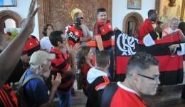 Após goleada para o Atlético-GO, flamenguistas lotam igrejas pedindo a volta de Jesus