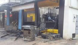 Conveniência, lanchonete e loja de motos ficam destruídos após incêndio