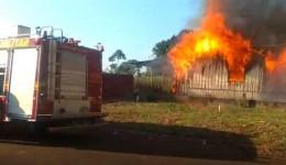 Casa pega fogo no Jardim Monte Alegre; veja o vídeo