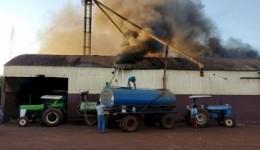 Barracão de cerealista é destruído pelo fogo em Montese
