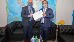 Sergio Nogueira entrega ofício ao senador Nelsinho Trad solicitando R$ 20 milhões de emendas