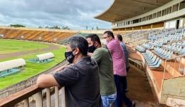 Vereador Fabio Luis visita o Douradão e pede atenção especial a esporte em Dourados