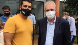 """""""Dias melhores virão"""", afirma Daniel Junior   após a primeira pessoa vacinada em Dourados"""