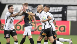 Corinthians vence e segue em busca de lugar na Libertadores