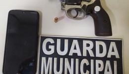 Guarda Municipal prende homem que ameaçou mulher e filho com revólver
