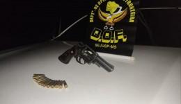 Homem com arma de fogo e munições é preso pelo DOF durante a Operação