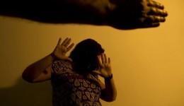 Homem é preso após ameaçar mulher e solto após ela pagar fiança dele