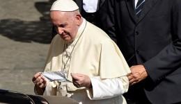 Padre que ouviu brincadeira do Papa sobre brasileiros fala sobre encontro: 'momento inexplicável'
