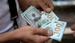 Dólar foi negociado abaixo de R$ 5 pela 1ª vez desde junho de 2020