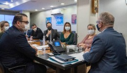 Senadora Soraya e prefeito Alan Guedes entregam pedidos ao ministro da Saúde