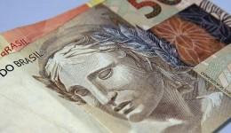 Bolsonaro sanciona lei que protege consumidores do superendividamento