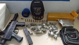 Jovens são detidos pela Getam com submetralhadora, droga e munições
