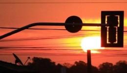 Tempo: sol forte e tempo seco continua sendo destaque nesta terça-feira