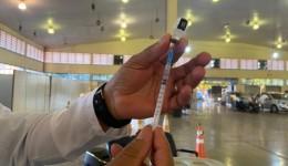 Dourados recebe vacinas para 1° dose na tarde desta quinta-feira