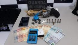 Em posse de drogas e armado homem é preso pela Guarda Municipal