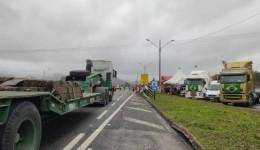 Manifestantes bloqueiam rodovias