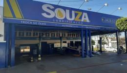 Souza Lubrificação, há 10 anos cuidando do carro da família Douradense.