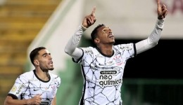 Corinthians vira sobre o Bahia na volta da torcida em Itaquera